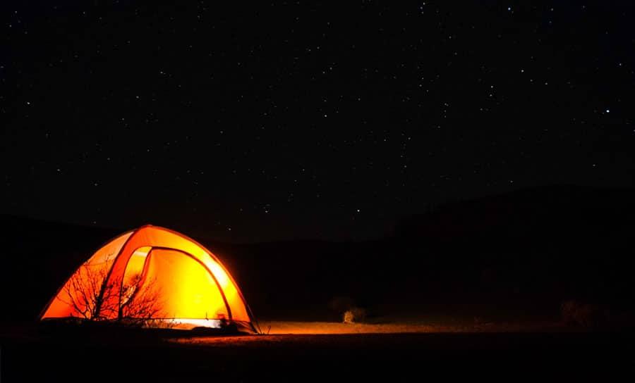 Selbstaufblasende Isomatte: Schlafsack, Zelt