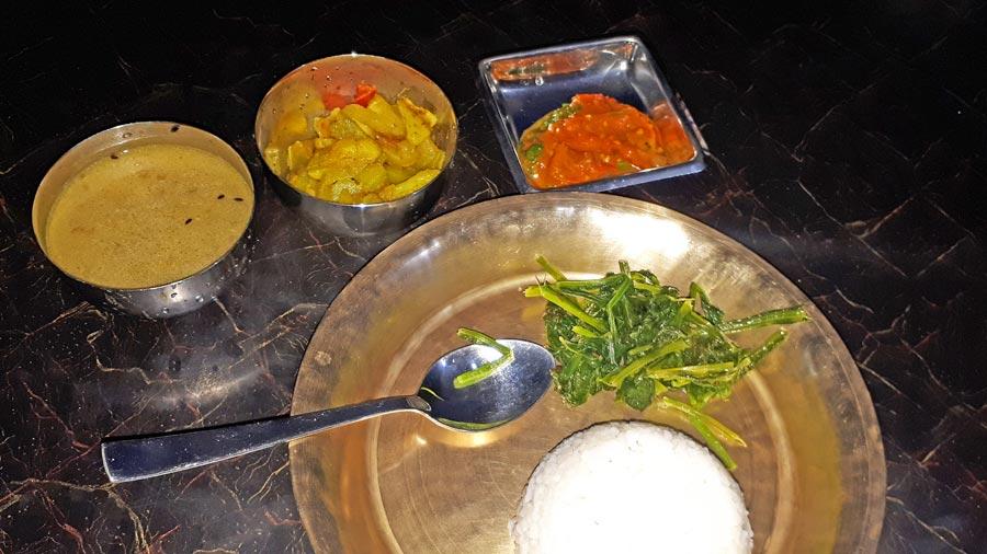 Mardi Himal Trek: Dal Bhat, nepalesisches Essen