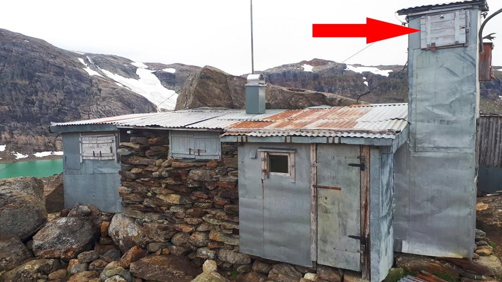 Alte Steinhütte in den Bergen von Helgeland