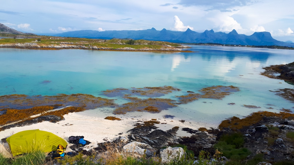 Zelteplatz Helgeland, Blick von Heroy auf Berge