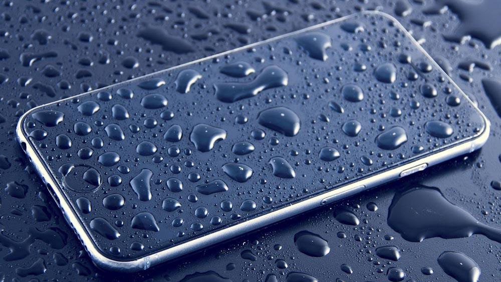 Ein Outdoor Smartphone bietet Schutz vor Wasser