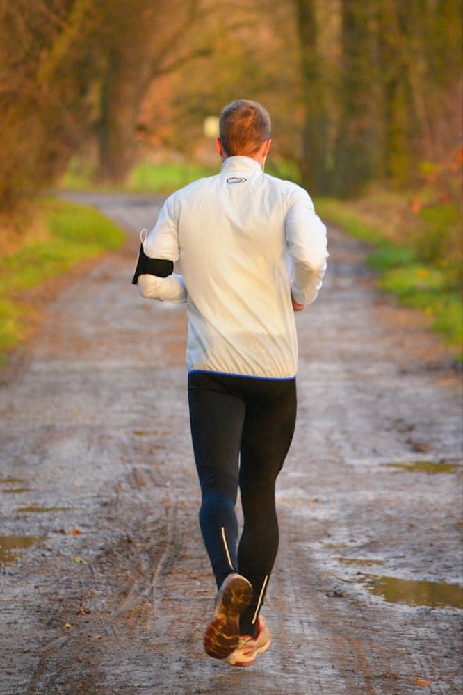 Eine Windjacke ist praktisch für Läufer