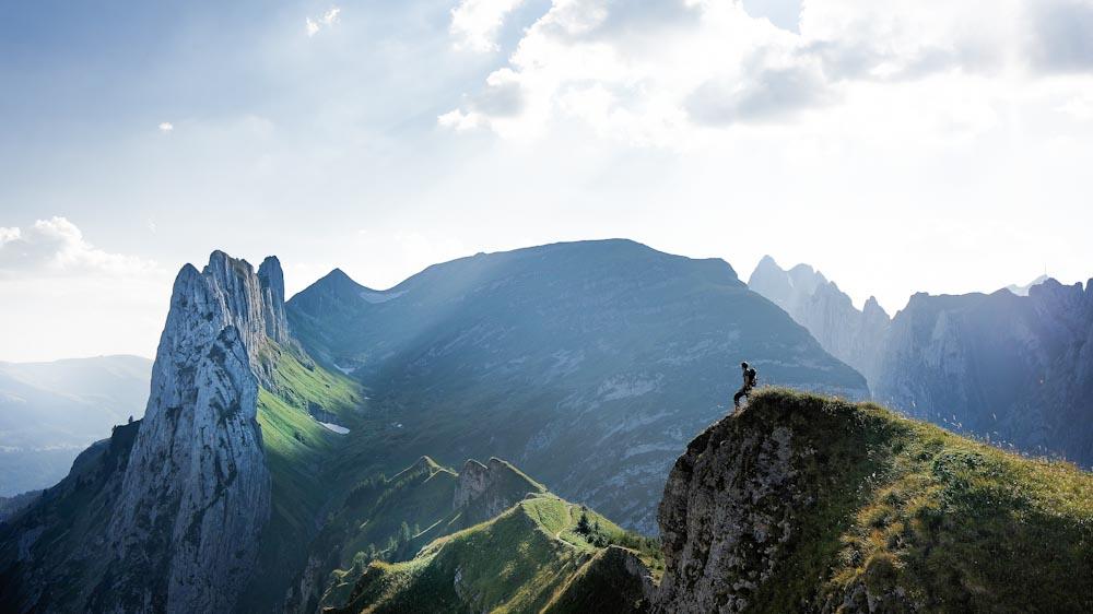 Windjacken eignen sich für Wanderung in Bergen