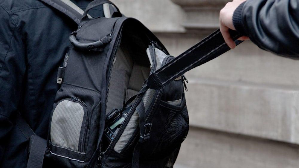 Anti-Diebstahl Rucksack: Taschendieb stiehlt Kamera
