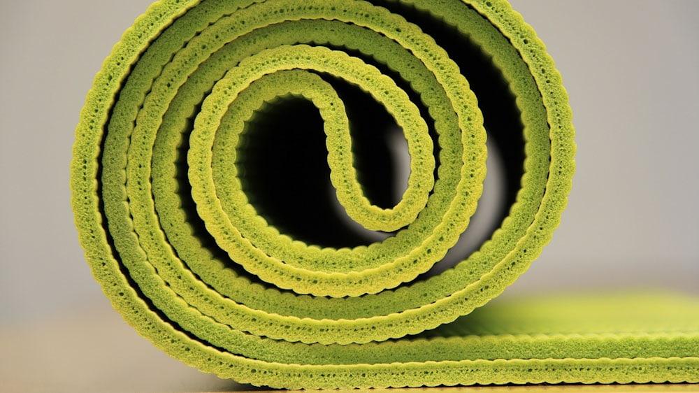 Eine Reise Yogamatte ist aus PVC oder besser recyclebarem Material