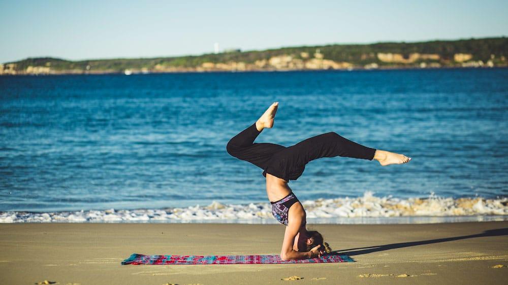 Yogamatte am Strand