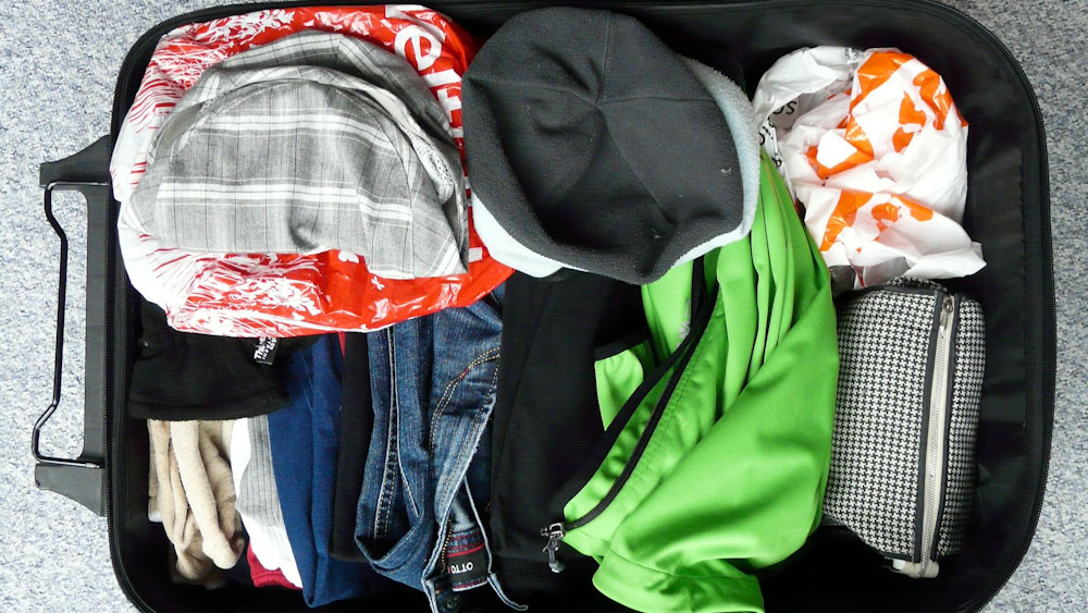 Chaos im Koffer ohne Vakuumbeutel für Reisen