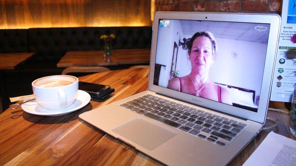 Skype mit dem Laptop auf Reisen, dank schnellem Reiserouter