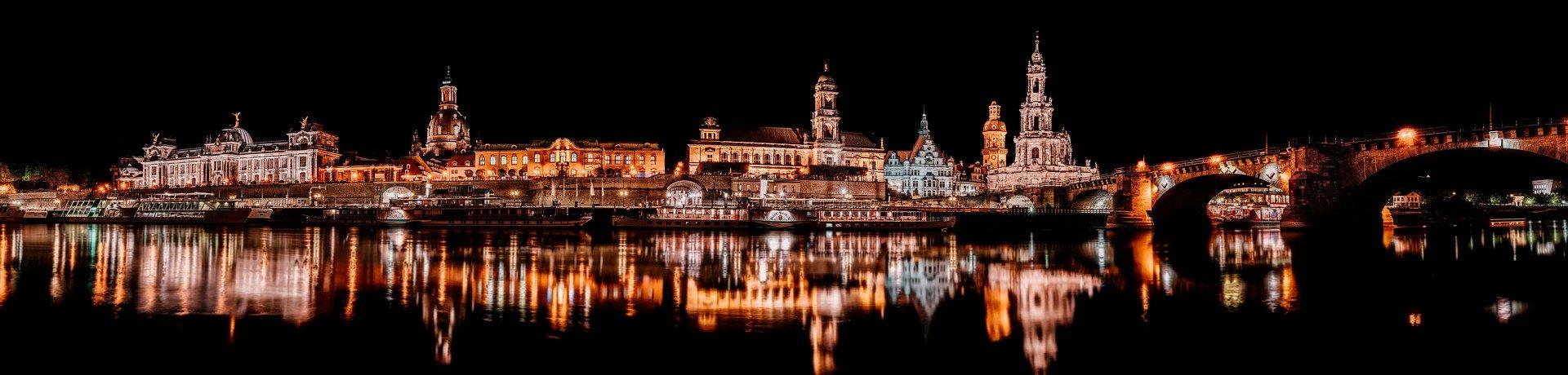 Panorama von Dresden bei Nacht