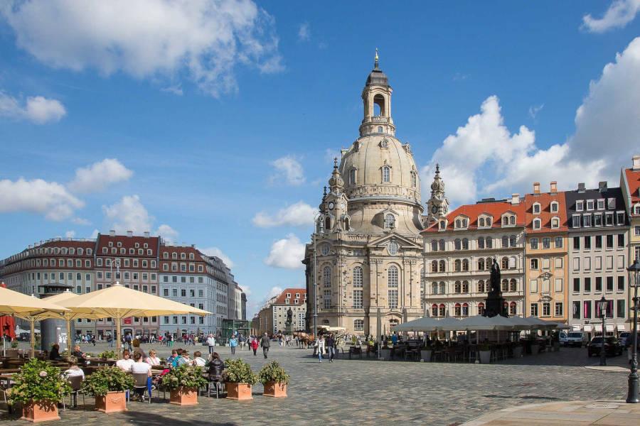 Dresdner Innenstadt mit Hotels und Frauenkirche