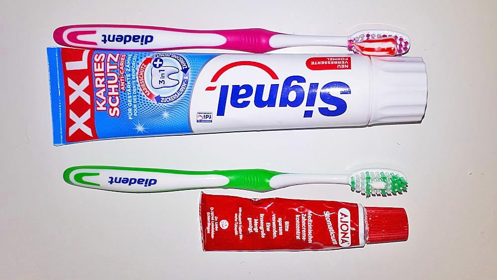 Reise Zahnpasta vs. normale Zahncreme im Vergleich