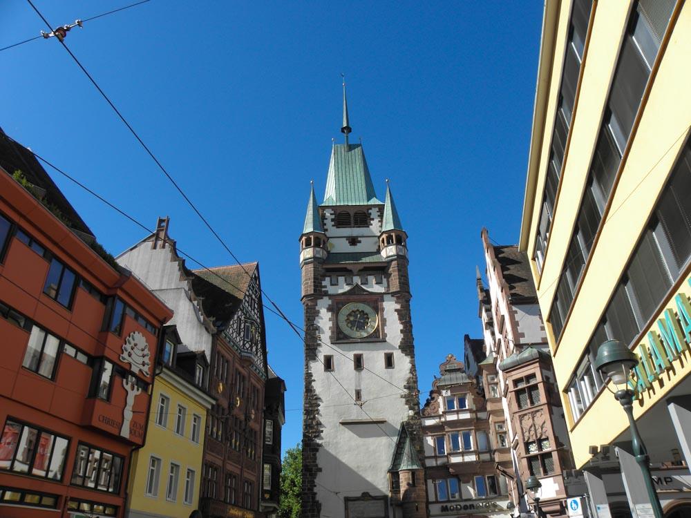 Das Martinstor ist ein Stadttor Freiburgs