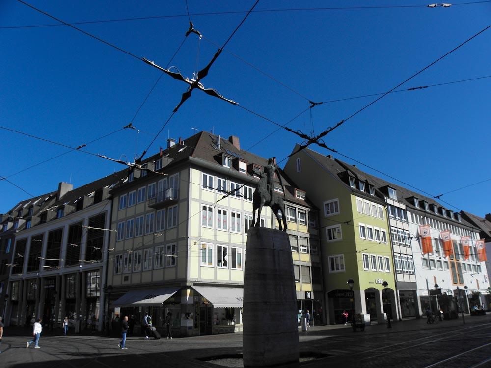 Der Bertoldsbrunnen liegt im Zentrum Freiburgs