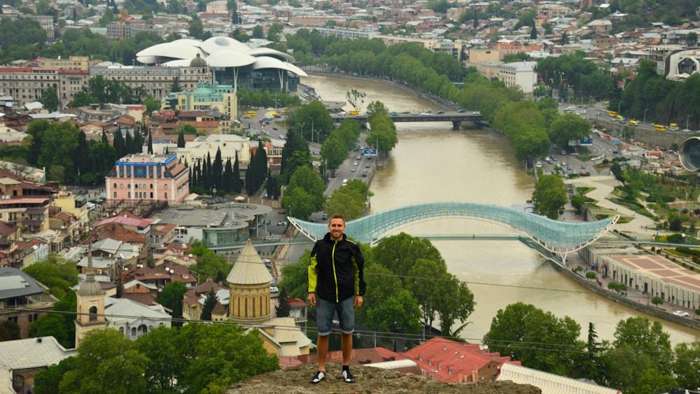 Blick auf Tiflis mit Altstadt, Sehenswürdigkeiten und Hotels