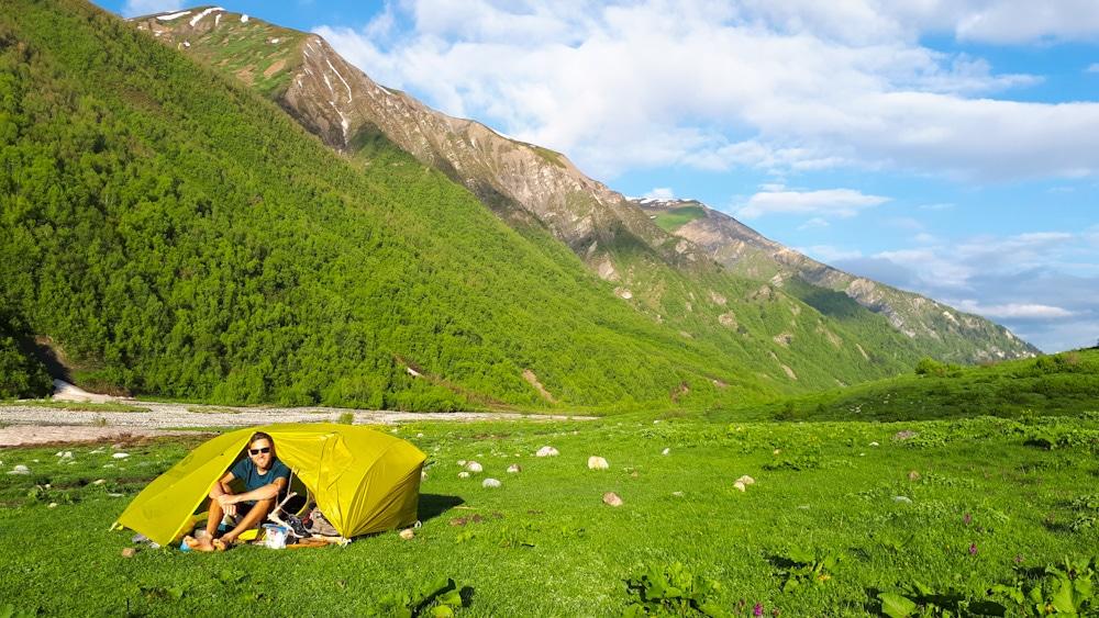 Camping in Georgien: auf Wanderung