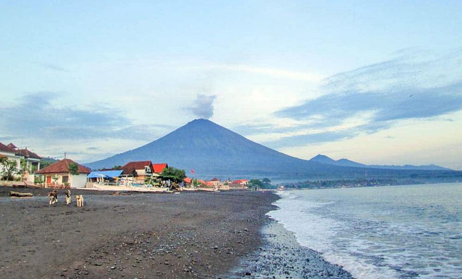 Amed Beach, Blick auf Vulkan Gunung Agung