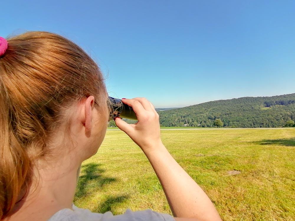 Fernglas Test beim Wandern