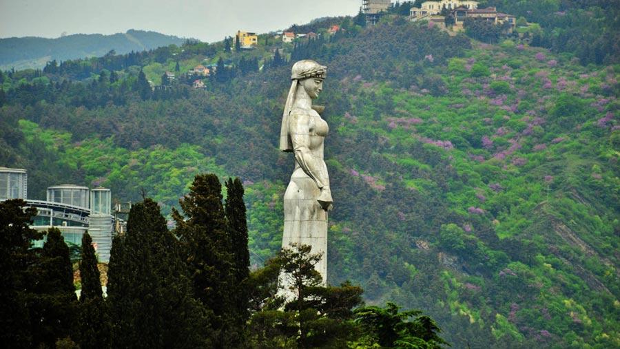 mutter-georgien-statue-narikala