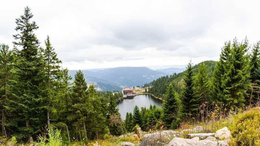Blick auf den Mummelsee im Nordschwarzwald