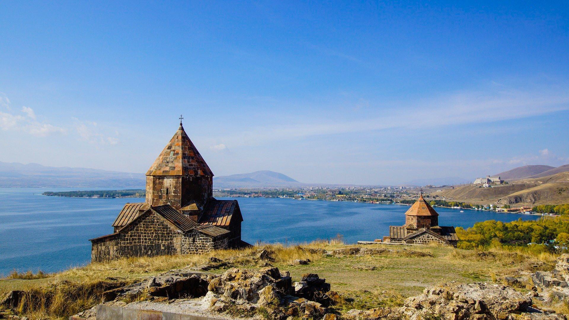 """Sewansee in Armenien: Highlights & Tipps für einen Besuch am """"armenischen Meer"""""""