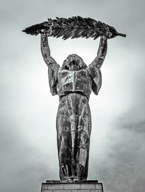 freiheitsstatue-gellertberg-budapest
