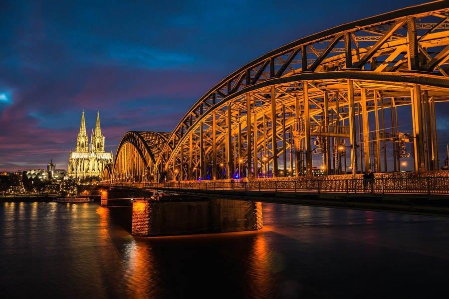 Hohenzollernbrücke, Sehenswürdigkeit in Köln