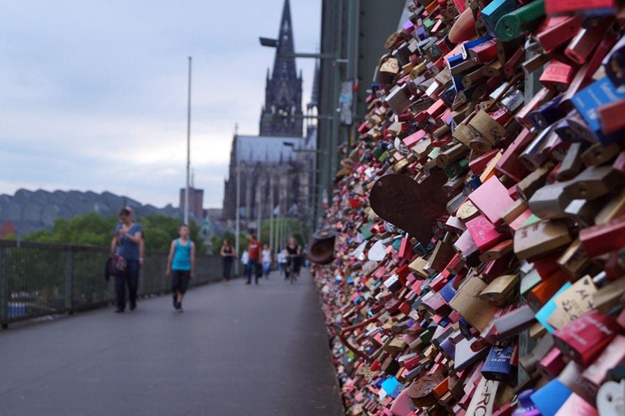 Sehenswürdigkeiten Köln, Hohenzollernbrücke mit Liebesschlössern