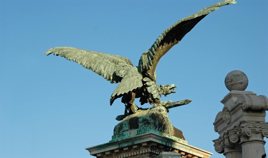 turulvogel-burgschloss-budapest-palast