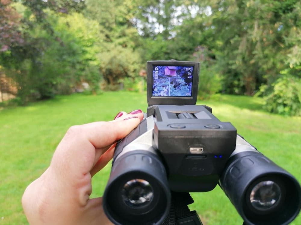 Fernglas mit Kamera im Test.