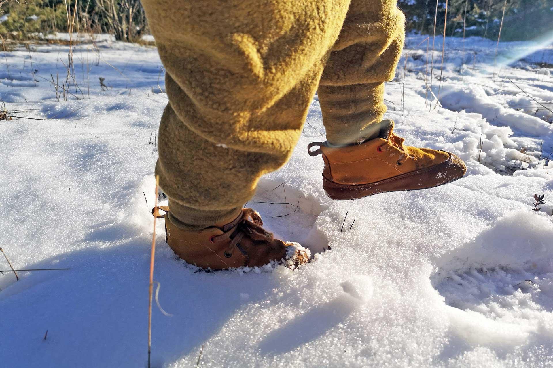 barfussschuhe-kinder-winter-schnee-kalt