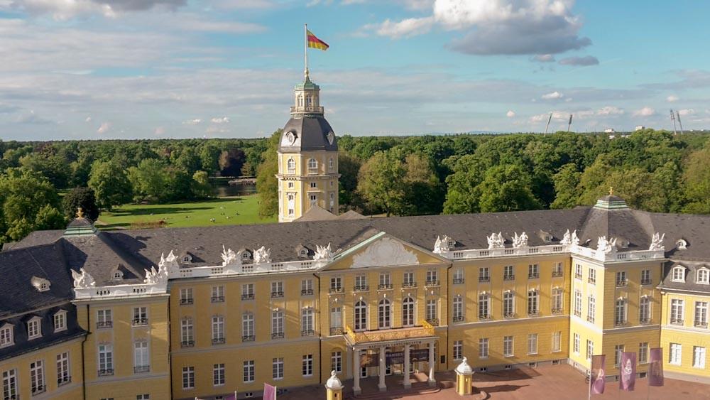 Karlsruher Schloss und Schlossgarten von oben