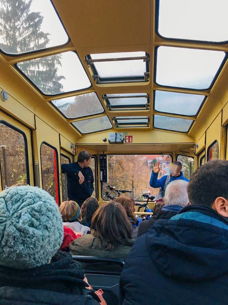 Turmbergbahn Durlach Waggon mit Passagieren