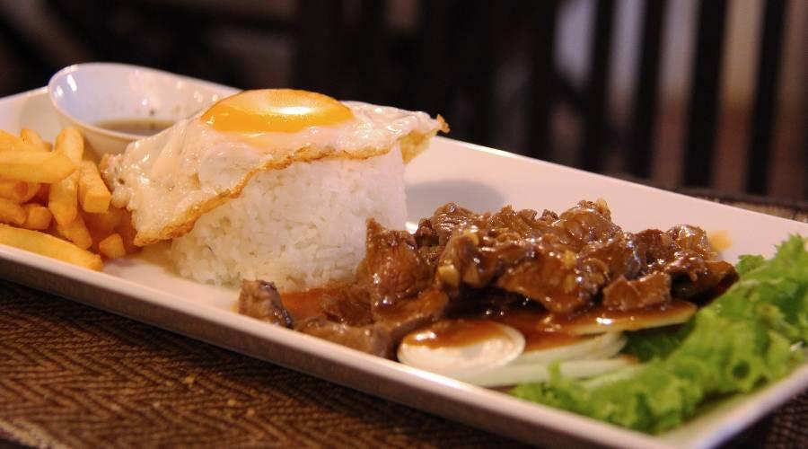 Köstliches Essen Lok Lak aus Kambodscha