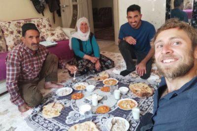 Marco im Ausland essen - Reisefroh Reiseblog