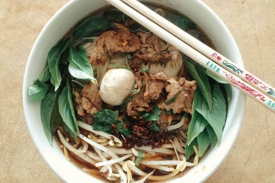 Leckerer Fleischsalat Nam tok aus Laos