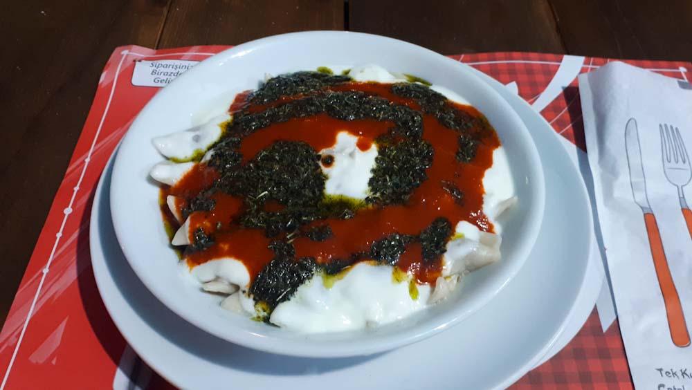 tuerkisches-essen-manti-joghurt