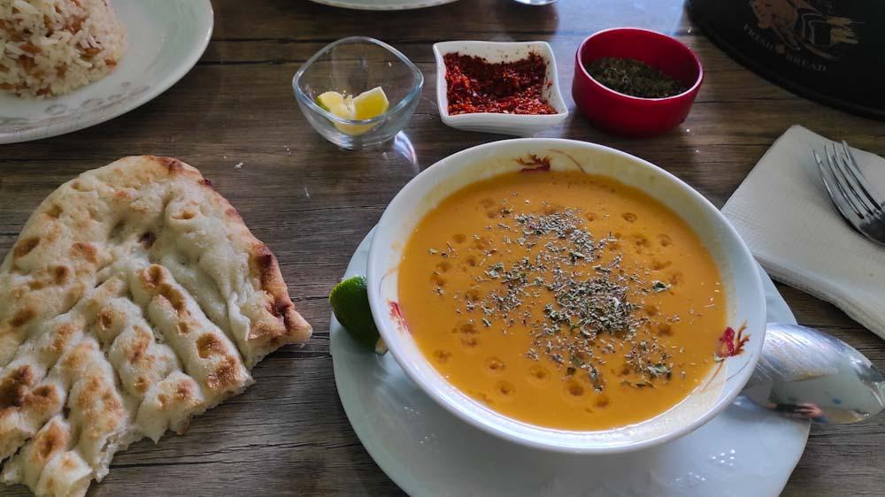 tuerkisches-essen-vorspeise-suppe-corba