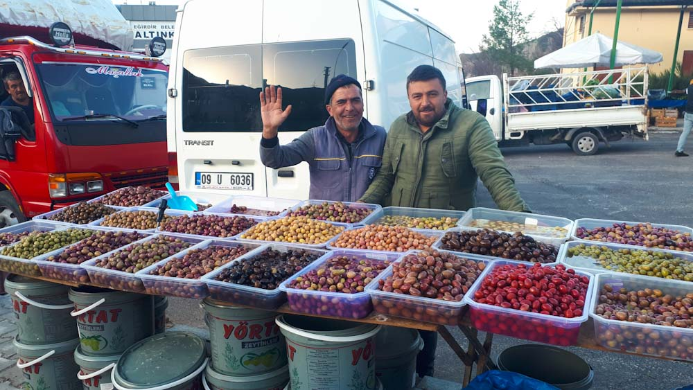 tuerkisches-essen-vorspeisen-oliven