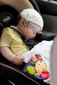 Ein beliebtes Fortbewegungsmittel mit Baby ist und bleibt das Auto.