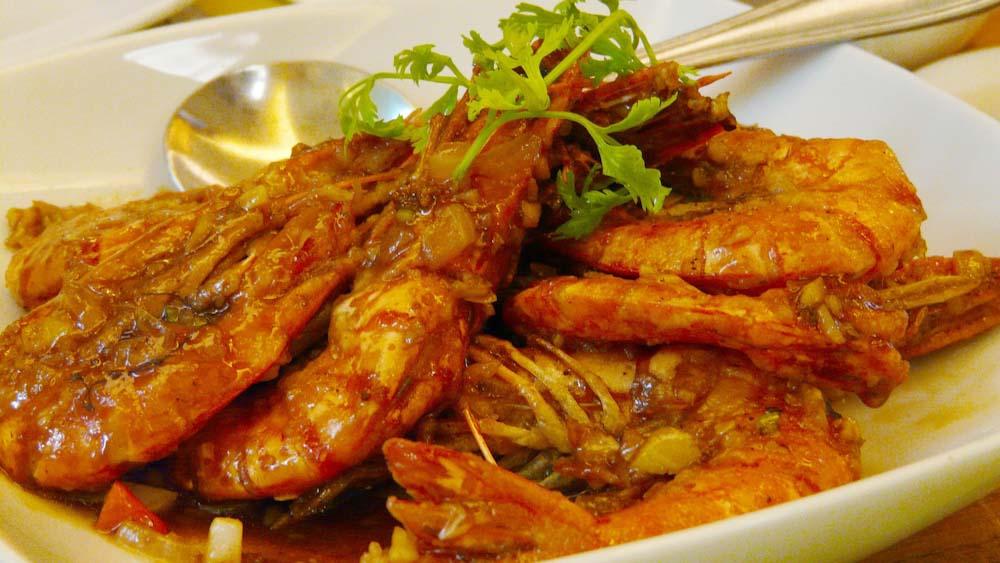 philippinisches-essen-garnelen-fisch