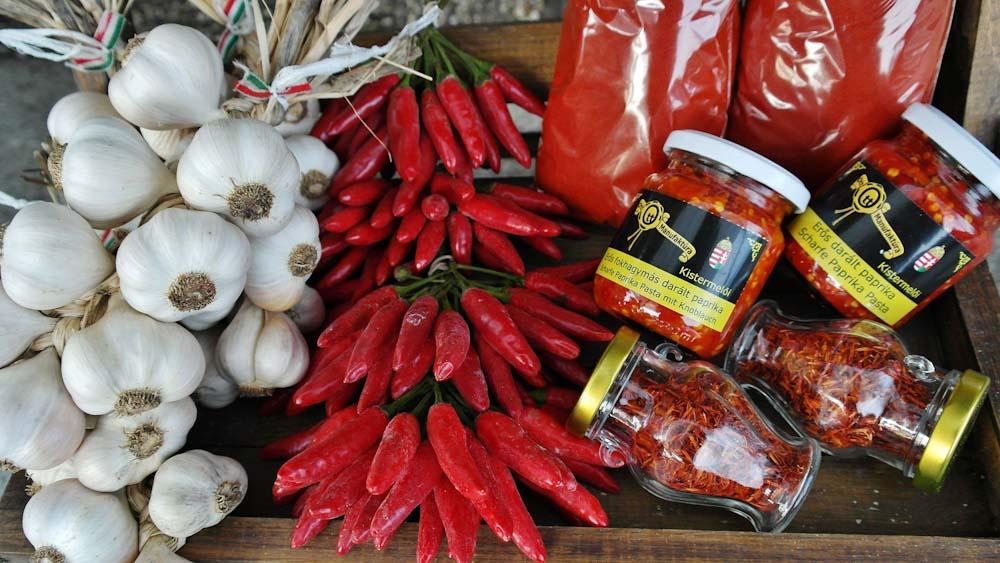 ungarische-spezialitaeten-gewuerze-paprika-knoblauch