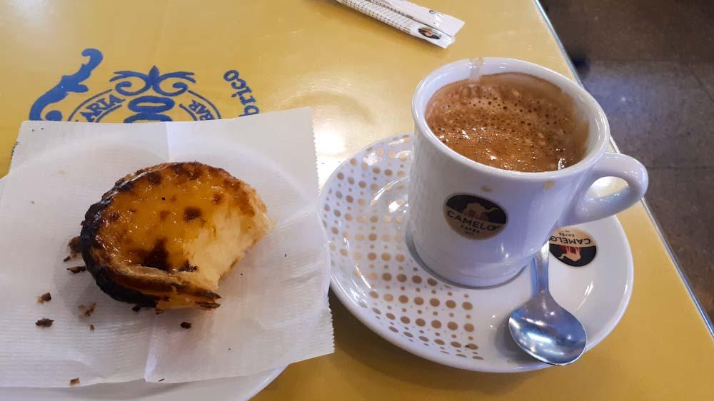 portugiesisches-essen-spezialitaet-pastel-nata