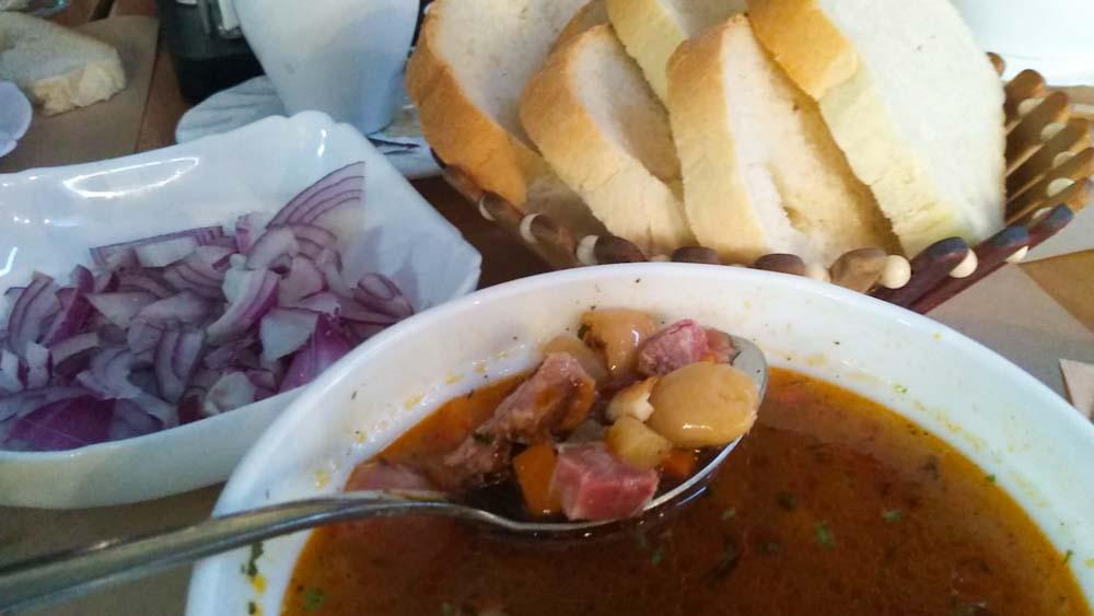 rumaenisches-essen-ciorbe-suppe-fleisch