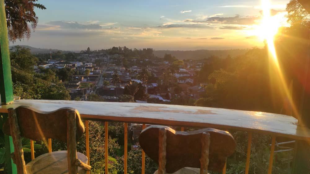 kolumbien-sehenswuerdigkeiten-stadt-salento-kaffeedreieck