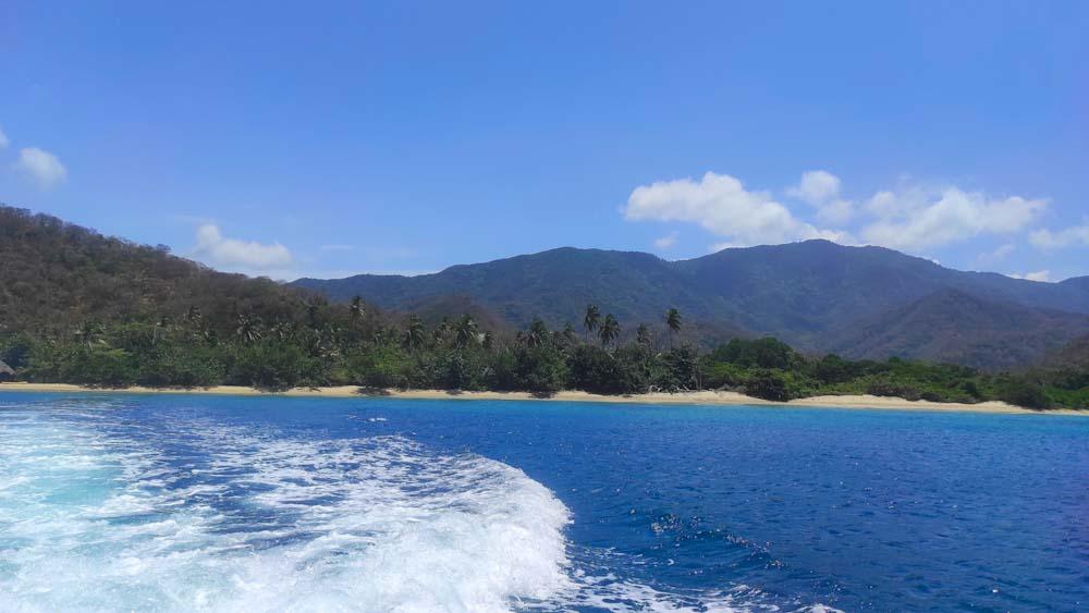 kolumbien-sehenswuerdigkeiten-strand-meer-tayrona