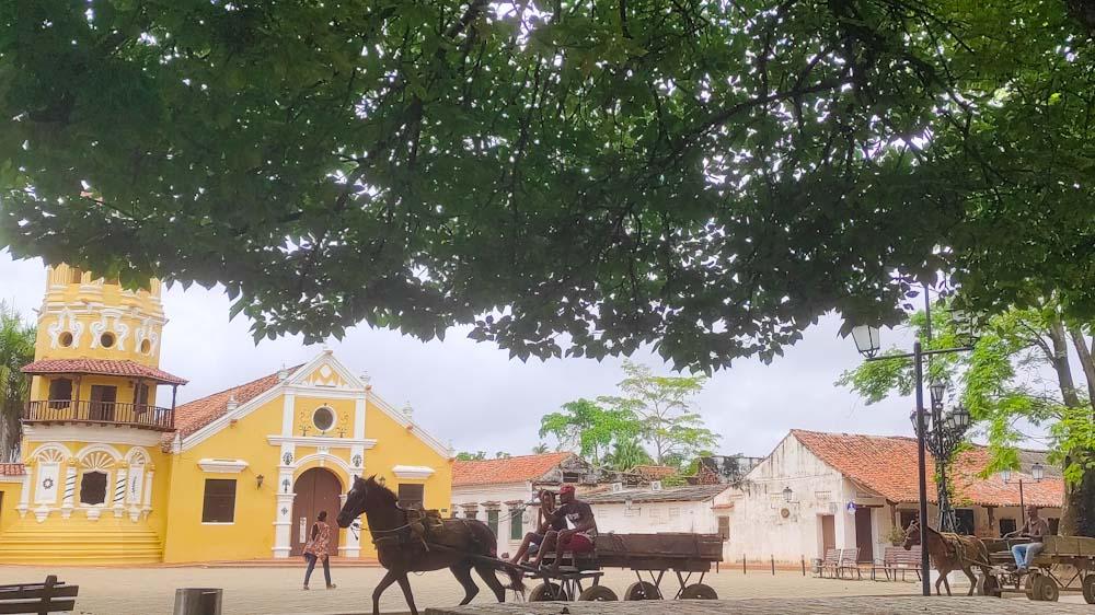 kolumbien-sehenswuerdigkeiten-mompos-stadt